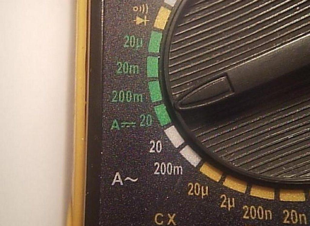 Проверяем новый или старый аккумулятор на исправность