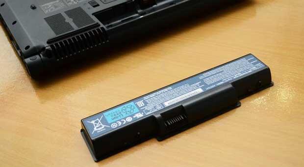 Аккумулятор и ноутбук