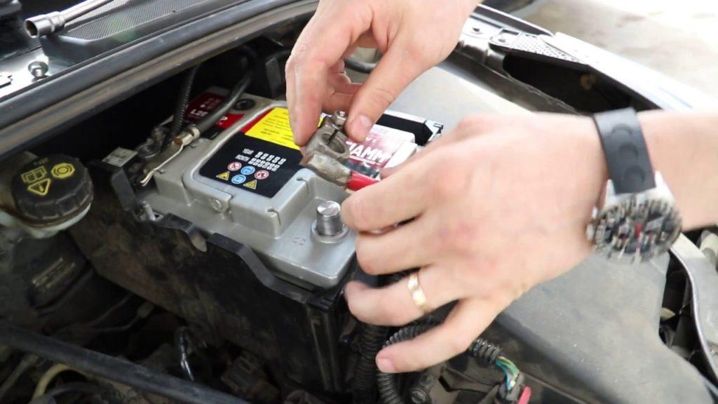 Замена аккумулятора Ford focus 3
