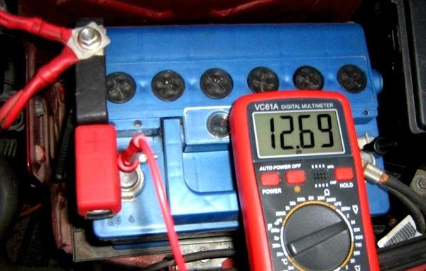 Рекомендации, как нужно правильно заряжать аккумулятор автомобиля